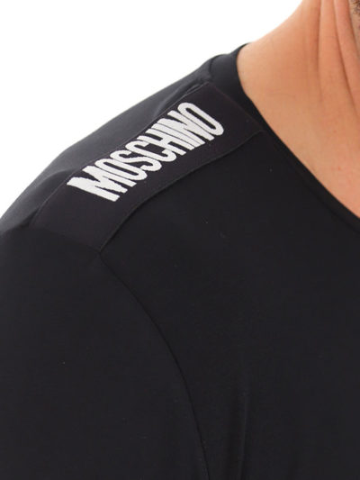 MOSCHINO טי שירט בצבע שחור דגם A1921 8136 *מבצע OUTLET*